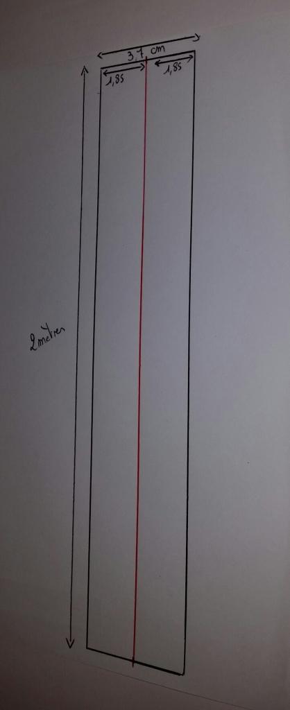J'ai tracé le milieu sur toute la hauteur du tasseau... N'ayant pas de règle de 2 mètres aidez vous du 2ème tasseau pour tracer une ligne droite.
